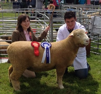 Andrew Knox and Judge, Amy McConnell with the Reserve Champion