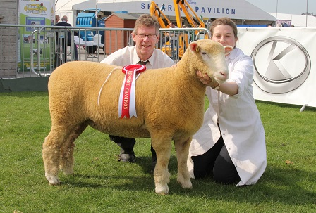 Keith May, Judge (left) & Amy McConnell (right) with the Reserve Champion